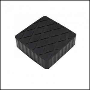 Tampone in gomma rettangolare di colore nero per ponti sollevatori 160x120x20 mm